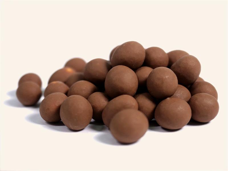 אגוזי לוז מצופים שוקולד חלב