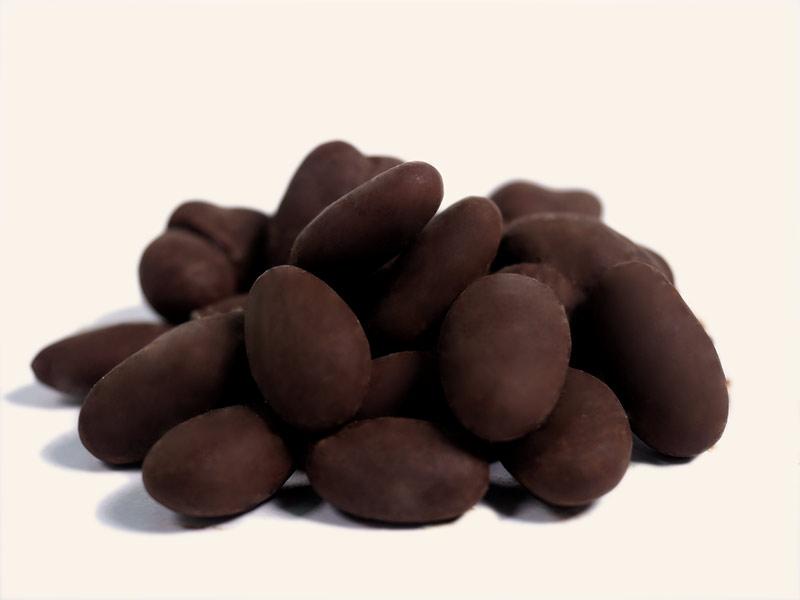 שקדים-מצופים-שוקולד-מריר-png